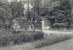 West Lodge, Hall Place. From the album of Rev. Octavius Walton (vicar of Leigh 1906-18)