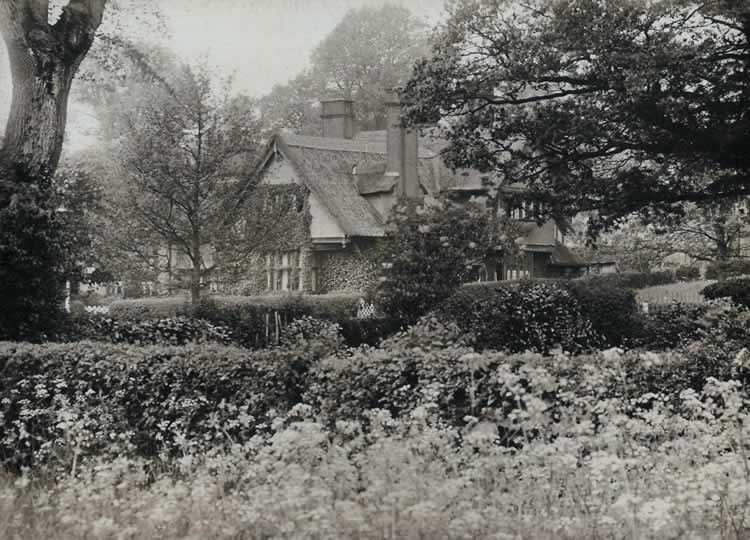 Lightfoot Cottages from Causeway Road. Photograph from the album of Rev. Octavius Walton (vicar of Leigh 1906-18)