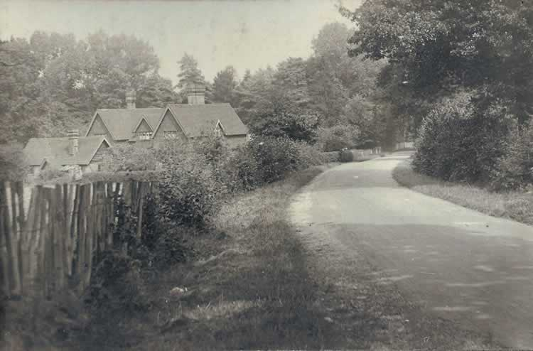 Lightfoot Cottages from Penshurst Road. Photograph from the album of Rev. Octavius Walton (vicar of Leigh 1906-18)