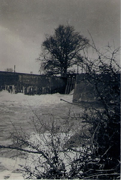 The weir at Leigh in the 1940s.