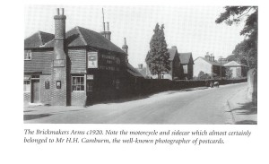 Brickmakers Arms, with view of pair of terrace cottages which were pulled down to make was for Saxby Wood 1968/69.  Pair of cottages immediately after Brickmakers are Engineers Cottages - today Engineers Cottage and Sandelwood.