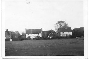 Old Wood Cottage ca 1930/40 - in centre, Misses Havilands' garage, to right Ivy Chimneys
